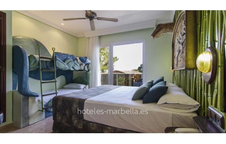 Diver Marbella 28
